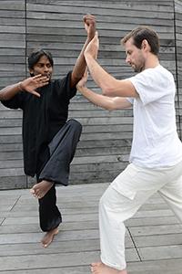 Exercice de Taichi à deux : les mains collantes - Taichi Pro