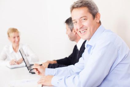 Groupe de travail concentré en réunion d'entreprise